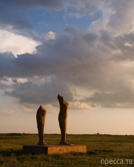Топ 10: Самые причудливые и странные статуи в мире (10 фото)