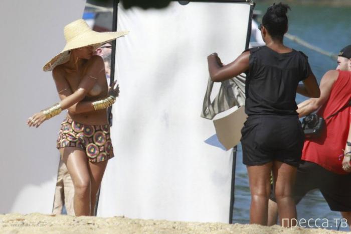 Рианна посветила грудью во время фотосессии (13 фото)