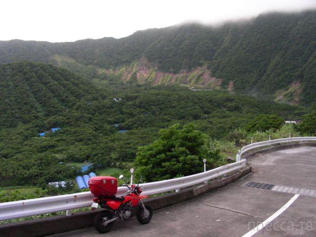 Японское село Аогасима внутри вулкана (7 фото)