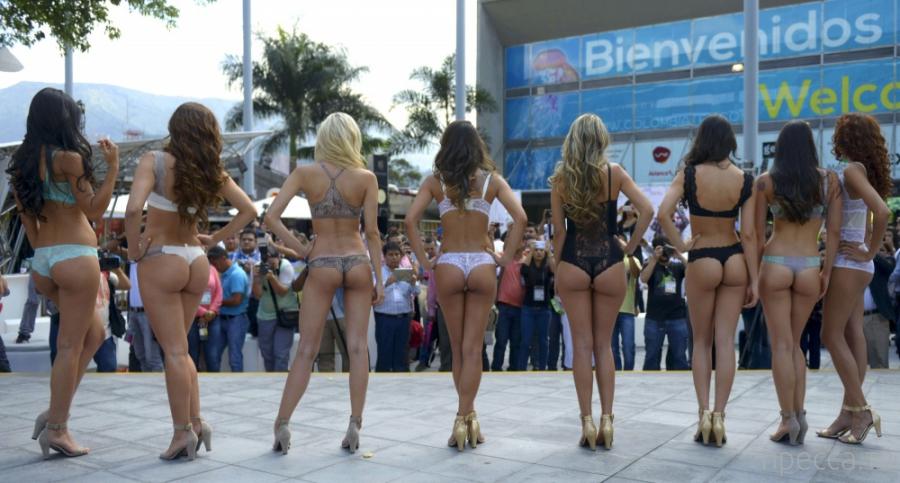 Колумбийская реклама нижнего белья (11 фото)