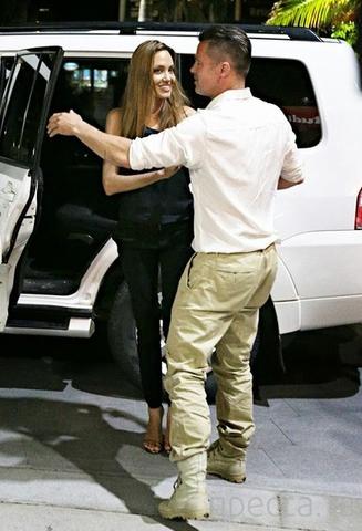 Анджелина Джоли весит всего 42 кг ( 2 фото)