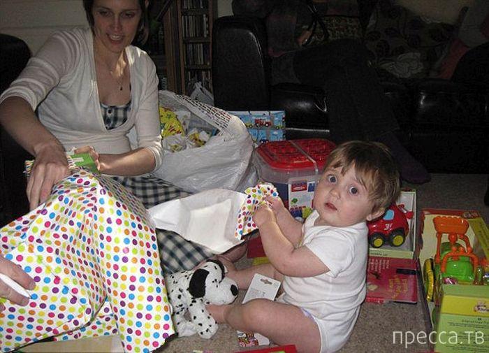 Женщина, больная раком, позаботилась о подарках сыну на много лет вперед (9 фото)