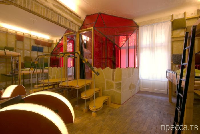 Propeller Island City Lodge - самый необычный отель Берлина (25 фото)