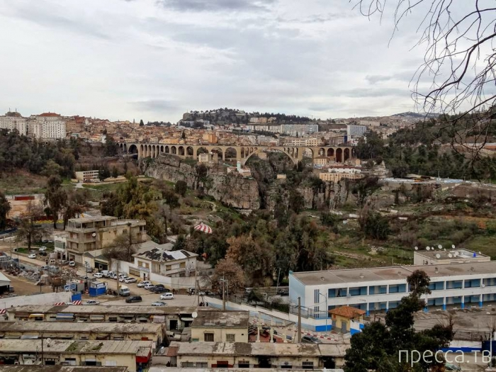 Константина - город висячих мостов в Алжире (14 фото)