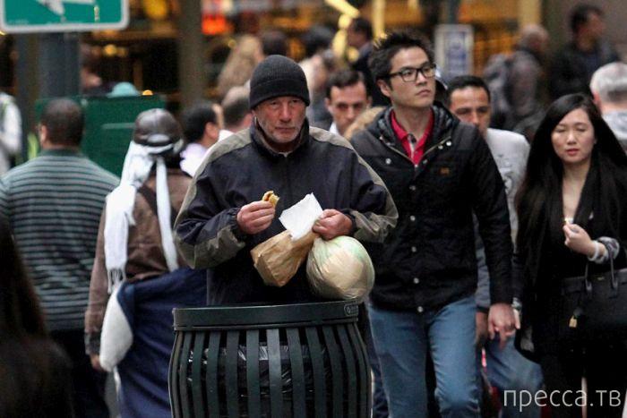 Необычный нищий из Нью-Йорка (4 фото)
