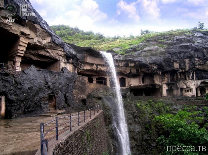 Комплекс пещерных храмов Эллоры в Индии (9 фото)
