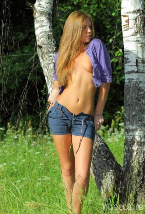 Миленькая девушка с остренькими грудками (11 фото)