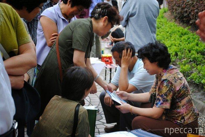 Шанхайский брачный рынок (10 фото)