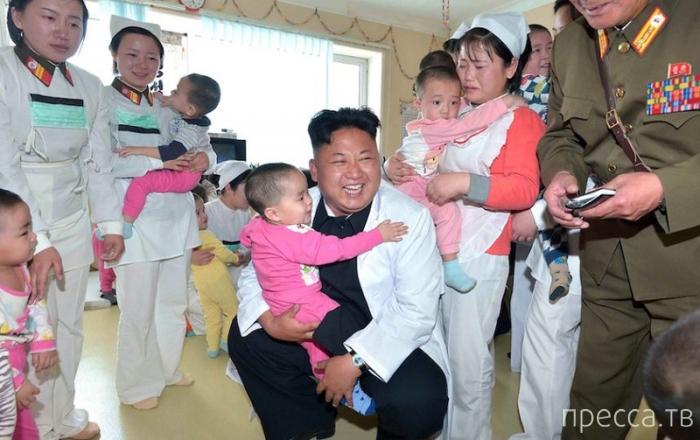 Ким Чен Ын поиграл с воспитанниками детского дома (5 фото)