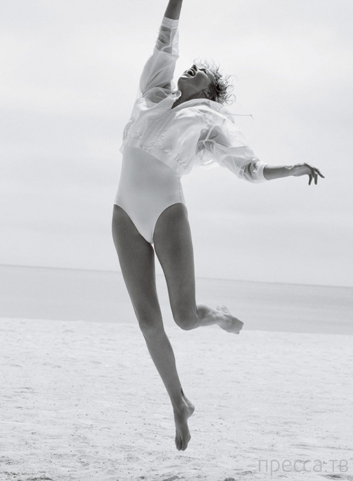 Шарлиз Терон (Charlize Theron) в июньском номере американского Vogue (9 фото)