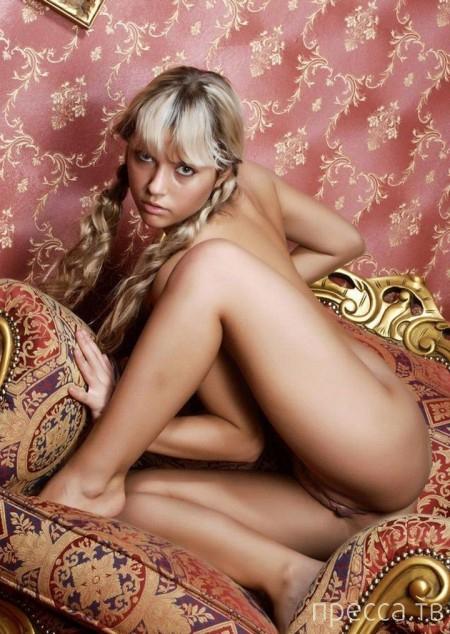 Миленькая девушка  с красивыми сисями (18 фото)