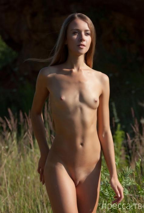 Девушка с маленькой грудью фото
