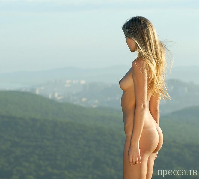 Девушка с красивой грудью и большими сосками (23 фото)