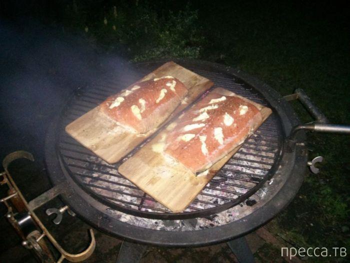Необычный способ приготовления рыбы на гриле (8 фото)