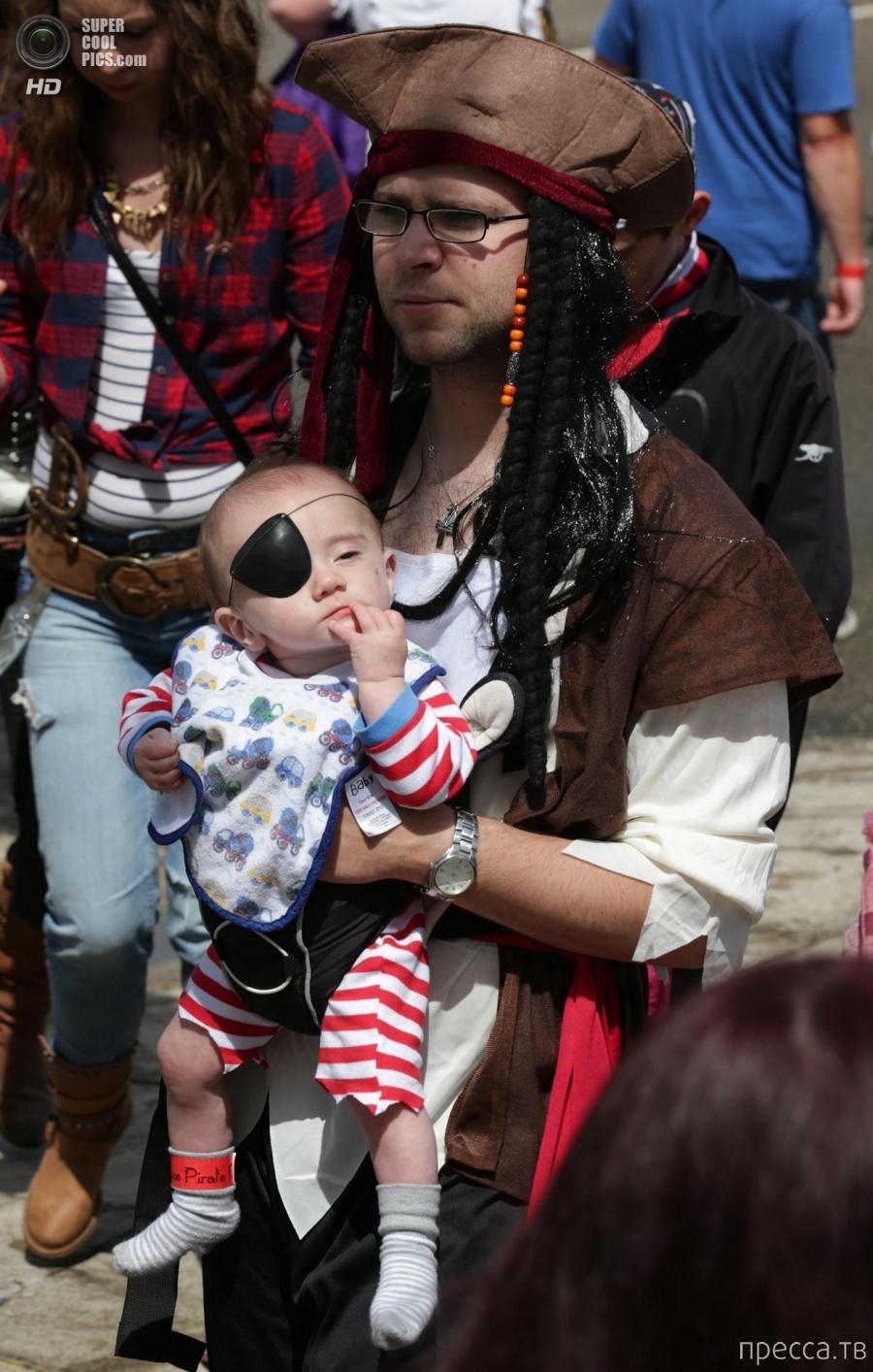 Пиратский захват набережной Пензанса (23 фото)