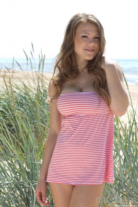 Девушка с большой натуральной грудью (16 фото)