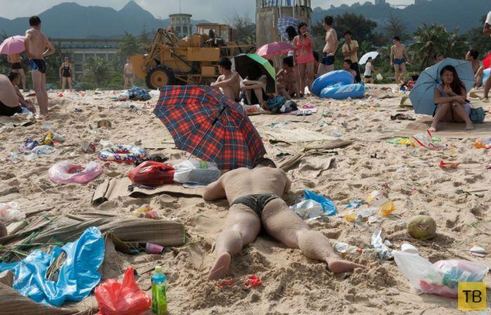 На одном из пляжей Китая (16 фото)