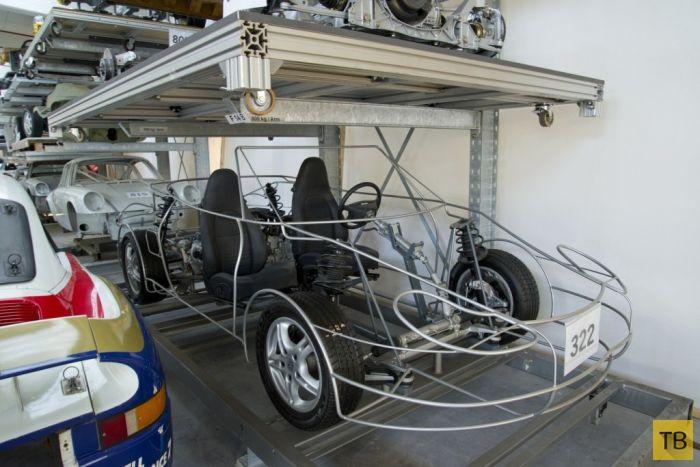 Неприметный склад автомобилей Porsche в Штутгарте (36 фото)