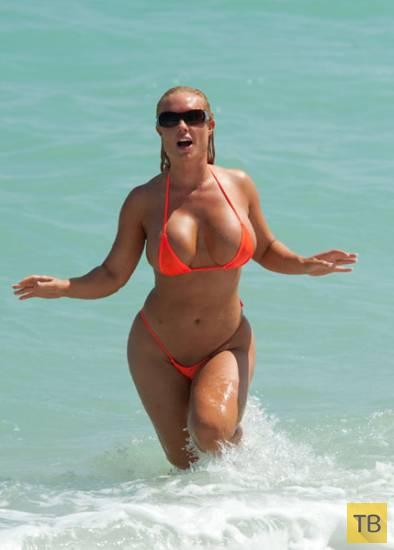 Николь «Коко» Остин - обладательница самой знаменитой попы Интернета, загорает в крошечном бикини (8 фото)