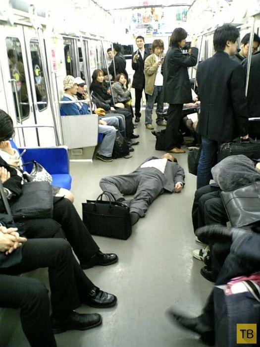Японские бизнесмены крепко отмечают успешные сделки (20 фото)