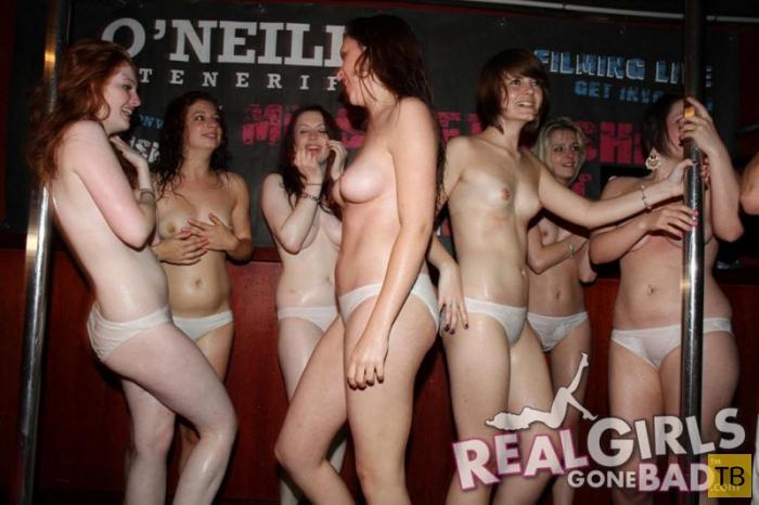 Конкурс мокрой майки в американском ночном клубе (15 фото)