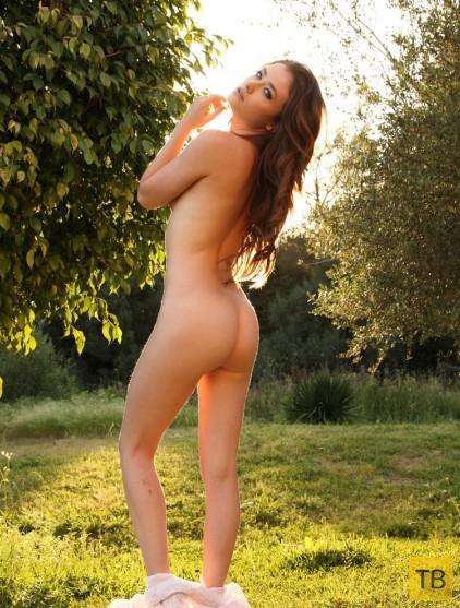 Нежная красавица в саду (13 фото)