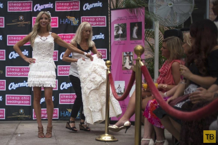 В Нью-Йорке показали удивительные свадебные платья из туалетной бумаги (18 фото + видео)
