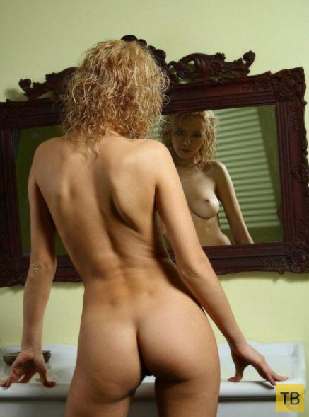 Блондинка в ванной (14 фото)
