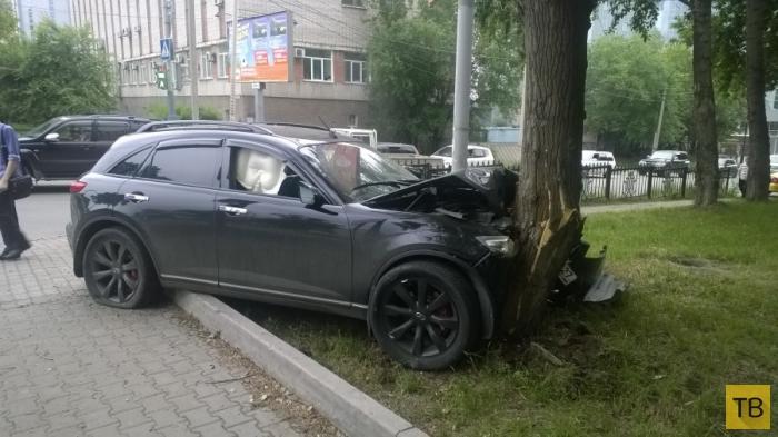 Сначала разогнался, потом испугался и влетел в дерево... ДТП на пересечении улиц Волочаевская-Гамарника, г. Хабаровск