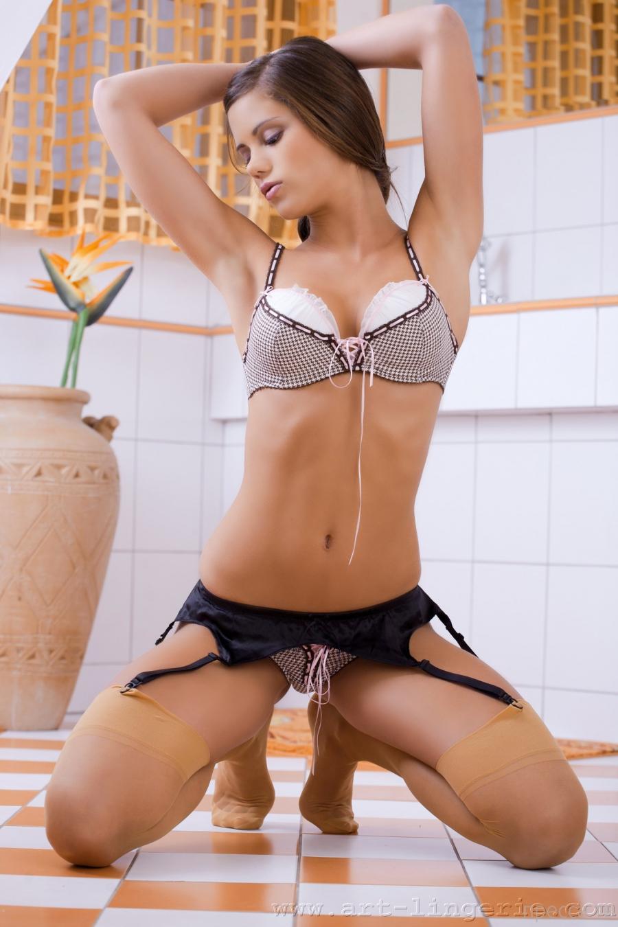 """Красивые и горячие девушки на """"Понедельник"""", часть 12 (102 фото)"""