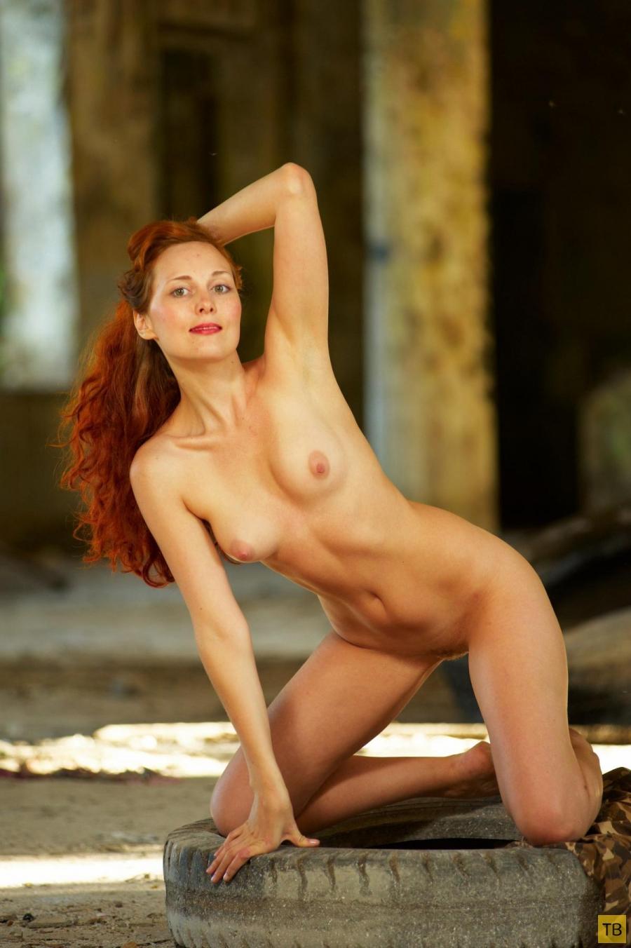 Рыжеволосая танцовщица на фоне руин (16 фото)