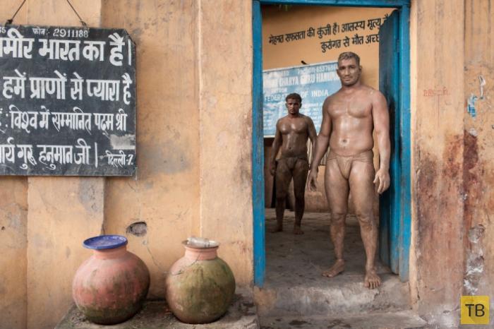 Традиционный вид борьбы в Индии (18 фото)