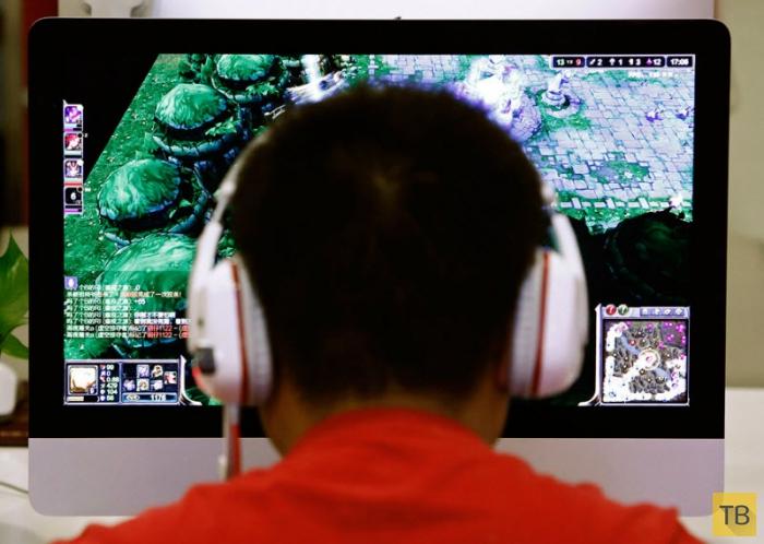 В Китае подростков лечат от интернет-зависимости в армейских лагерях (17 фото)