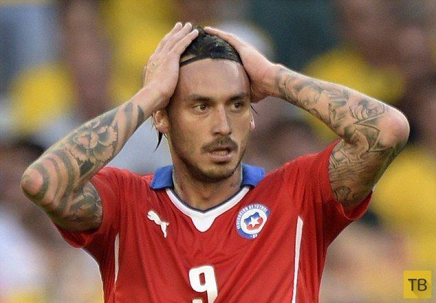 Маурисио Пинилья наказал себя за не забитый гол татуировкой (7 фото)