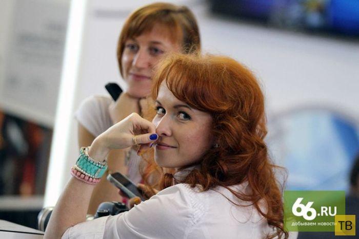 """Девушки с выставки """"Иннопром-2014"""" (30 фото)"""