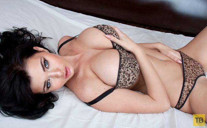 (18+) Катя Сидоренко - обладательница самой большой натуральной груди Украины (30 фото)