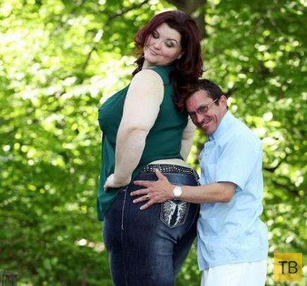 38-летняя Аманда Соул с нестандартной гигантской внешностью обслуживает муж