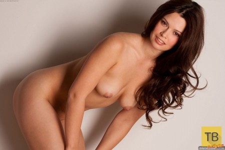 фото голых красивых девушек с длинными волосами