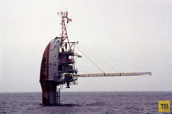 корабль на поплавках