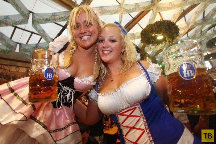 Соблазнительные девушки на фестивале Октоберфест (37 фото)