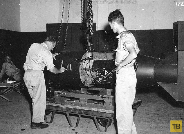 Подготовка американцев к сбросу бомб на Хиросиму и Нагасаки (17 фото)