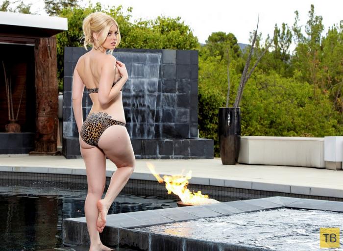 Миленькая блондинка у бассейна (28 фото)