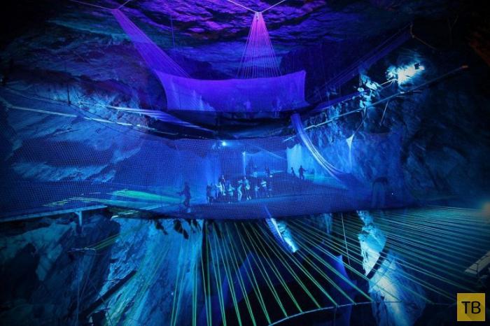 Самый большой подземный батут в мире (7 фото)