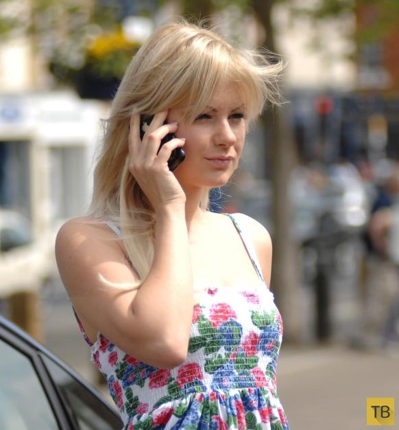 Фигуристая красавица-блондинка (25 фото)