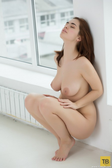Миленькая девушка с большой грудью (15 фото)