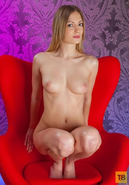 Очаровательная длинноволосая блондинка (22 фото)