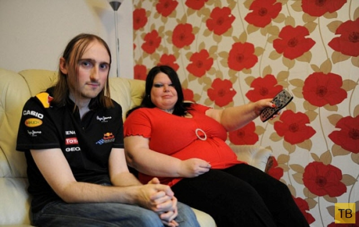 Ревнивая британка каждый день проверяет мужа на детекторе лжи (6 фото)