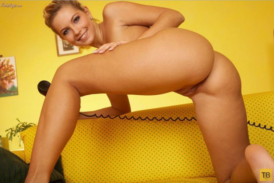Блондинка с красивой фигурой, часть 3 (19 фото)