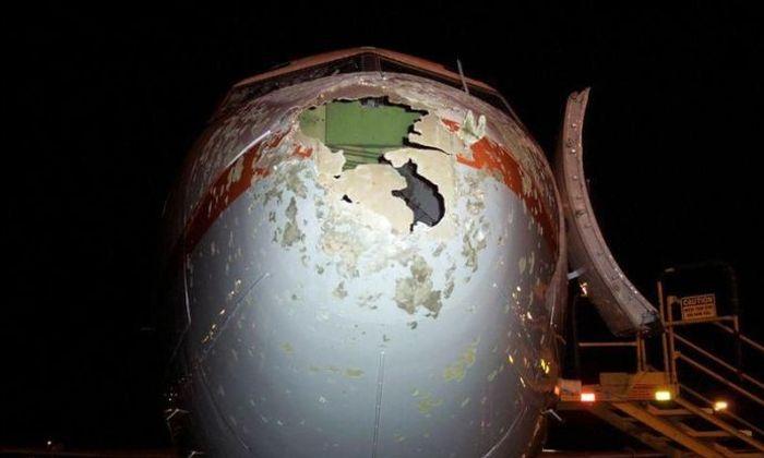 В Канадском аэропорту самолет попал под град