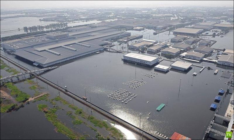 Завод HONDA после наводнения в Тайланде
